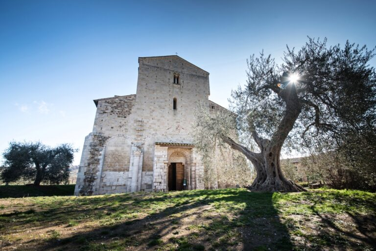 YES WEDDING ITALY SAN ANTIMO ABBEY FRONT
