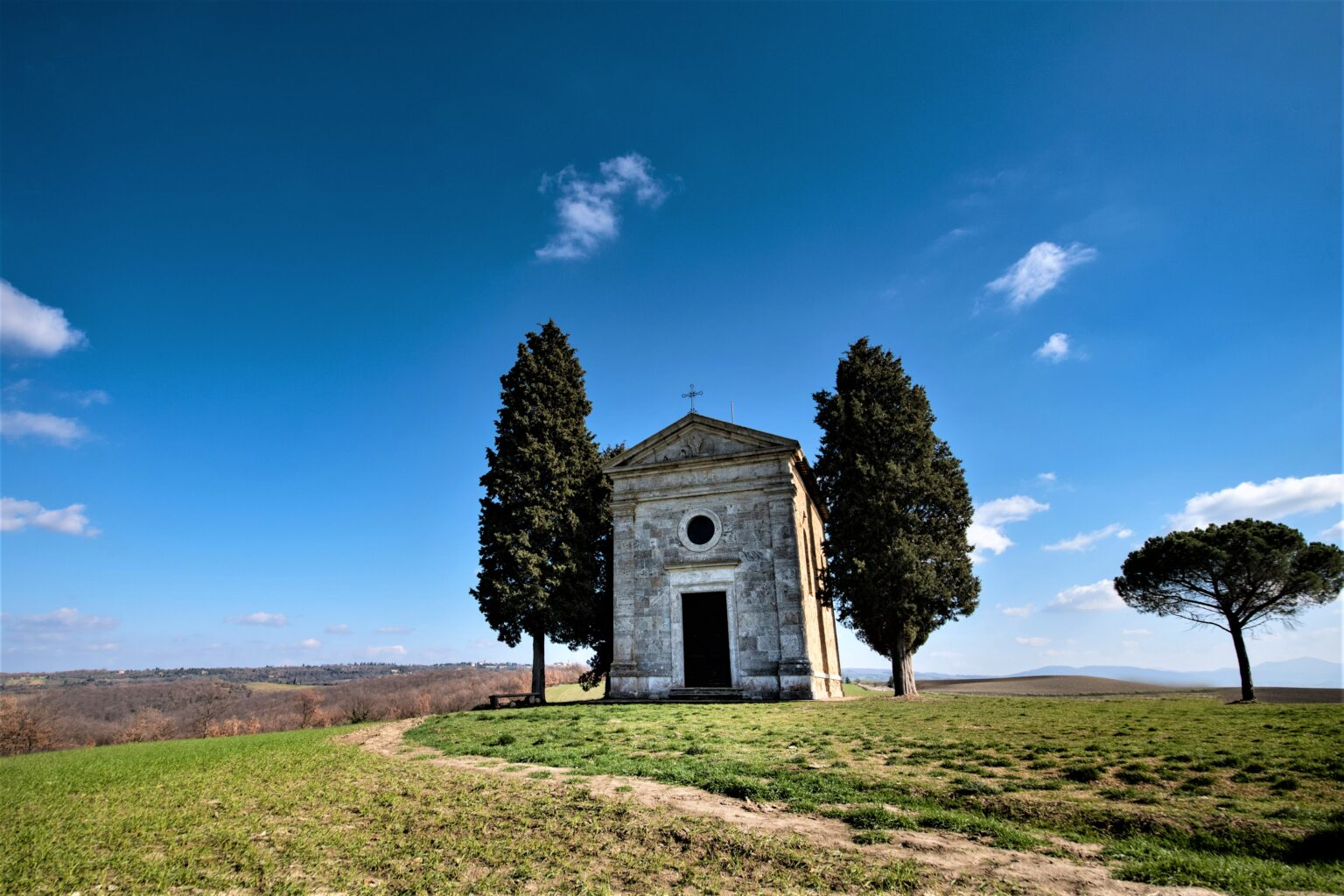 YES WEDDING ITALY The Chapel of Madonna of Vitaleta
